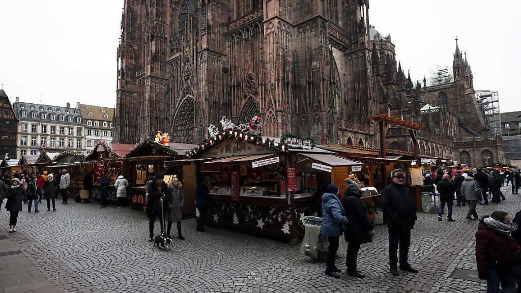 Weihnachtsmarkt in Strassburg. Nun sind weitere Verdächtige festgenommen worden. (Archivbild)
