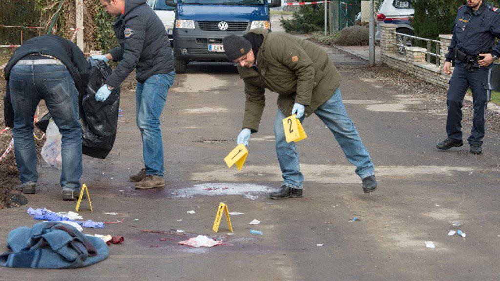 Polizei am Schauplatz der Bluttat am 13. Februar in Leonding.