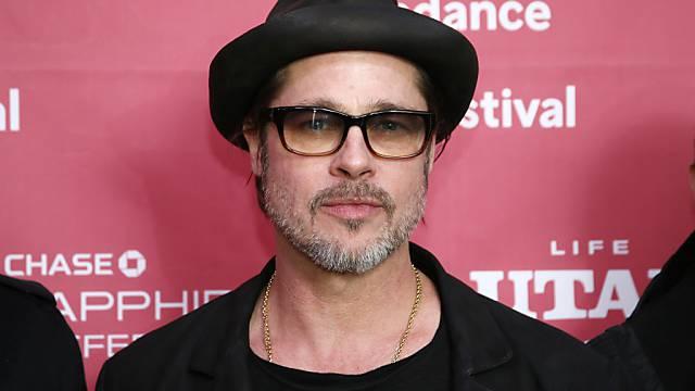 Noch unversehrt: Gestolperter Schauspieler Brad Pitt
