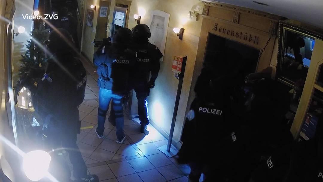 Sondereinheit stürmt wegen angeblicher Geiselnahme eine Wohnung