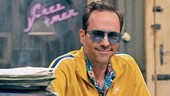 Kurt Krömer als Akten sichtender Beamter in seiner neuen Show «Chez Krömer».