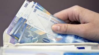 Die bald 90-jährige Frau konnte in einem Taxi lokalisiert und kurz vor der geplanten Geldübergabe kontaktiert werden. (Symbolbild)