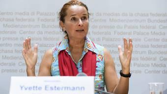 Die Luzerner SVP-Nationalrätin Yvette Estermann bei der Lancierung einer ihrer aktuell drei Volksinitiativen.