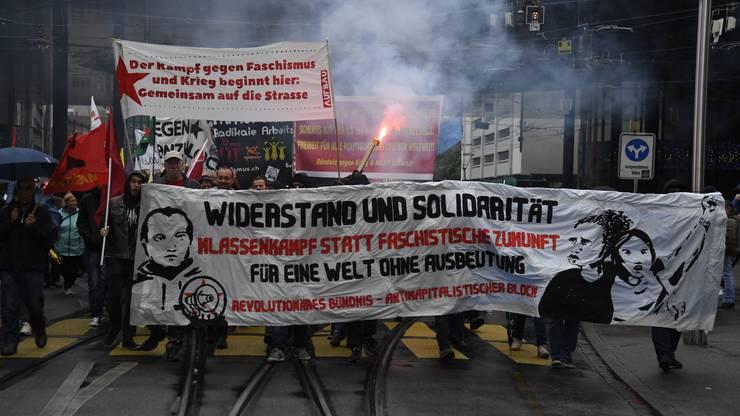 «Das Revolutionäre 1.-Mai-Bündnis Basel» – im Volksmund bekannt als Schwarzer Block – führt den Umzug an.