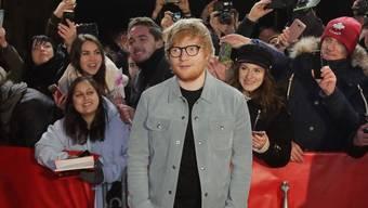 Man sieht es ihm nicht an, aber Singer-Songwriter Ed Sheeran ist der aktuell bestverdienende Musiker der Welt. (Archivbild)