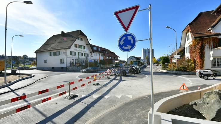 Der Kreisel in Kappel ist saniert: Ab Freitag gegen Mittag wird der Verkehr wieder im gewohnten Rahmen fliessen.