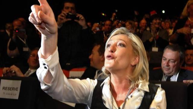 Marine Le Pen am nationalen Parteikongress in Tours