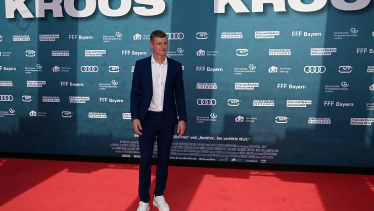 Der deutsche Fussballer Toni Kroos wohnte einst Hecke an Hecke mit dem früheren Real-Madrid-Star Cristiano Ronaldo. Bei den rauschenden Partys von Ronaldo war Kroos indes eher selten. (Archivbild)