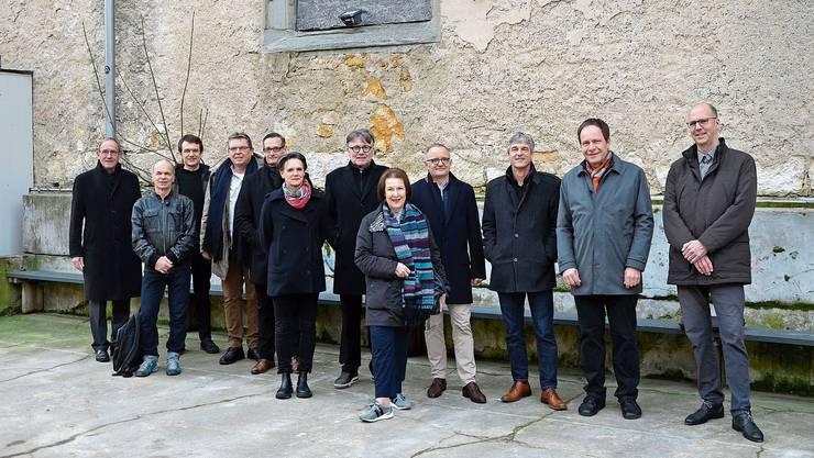Vertreter der Kulturszene, der Aarauer Stadtverwaltung und der Politik waren zum Beginn der Bauarbeiten anwesend.
