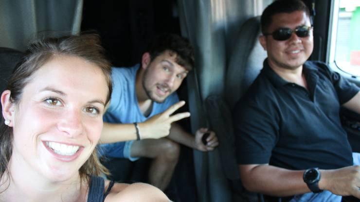 Von San Salvador nach El Triunfo: Für Lea und mich geht es mit LKW-Fahrer Alex in den Osten El Salvadors, Tschügge geht mit dem Bus nach Nicaragua. Gracias Amigo!