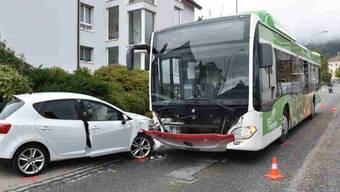 Ein Autofahrer ist am Montag in Bettlach bei einer Kollision mit einem Bus verletzt worden. Er wurde in ein Spital gebracht.