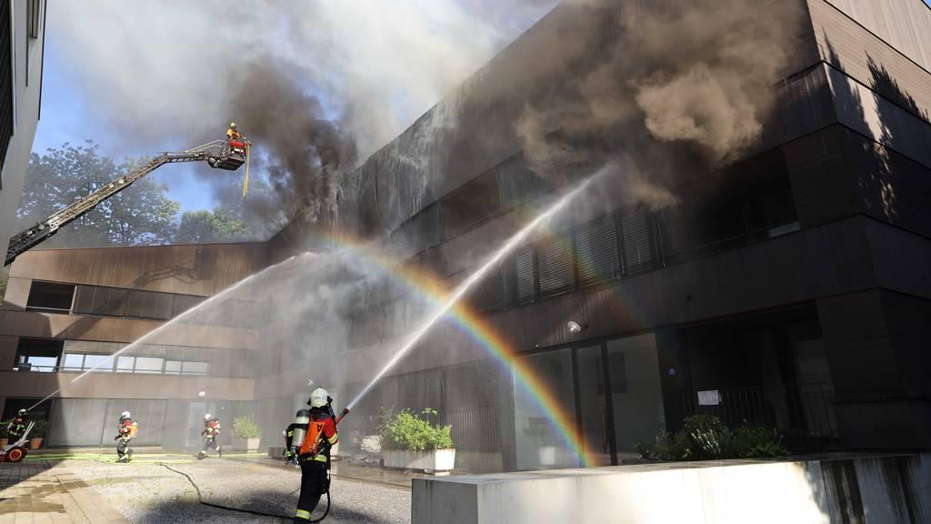Rund hundert Feuerwehrleute bei Hausbrand im Einsatz