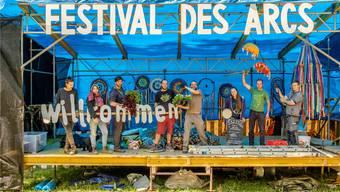 Die Aufbauarbeiten sind in vollem Gang und das Team freut sich bereits auf den Festivalbeginn. Mario Helleri