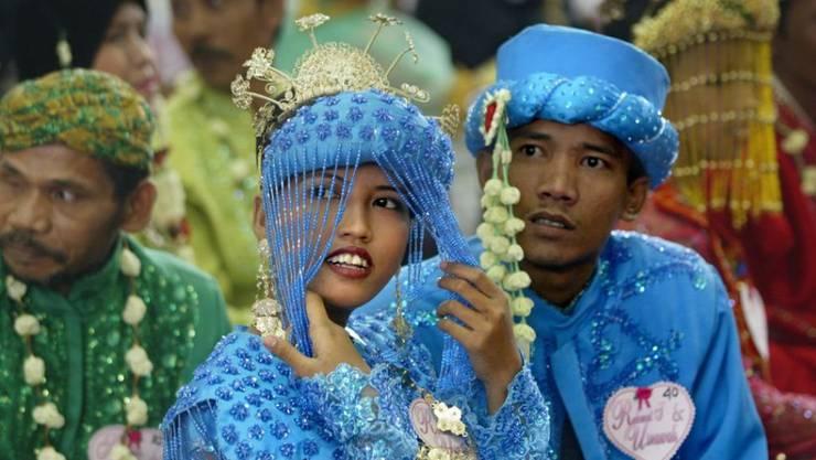 Ein indonesisches Paar vor ihrer Hochzeit. In Zukunft muss die Braut mindestens 19 Jahre alt sein, um heiraten zu können. (Archivbild)