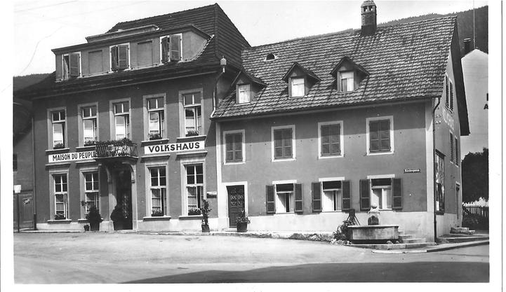 Das alte Volkshaus  stand an der Stelle des heutigen Hotel Touring-Volkshaus