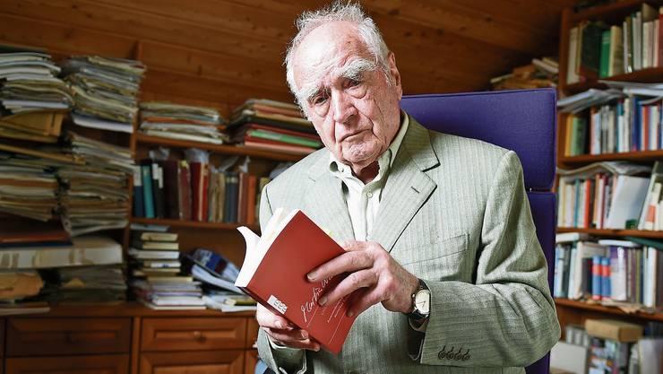 Der 90-jährige Martin Walser: «Ich kann nicht nichts tun, dieses Talent fehlt mir.»Bild: Felix Kästle/DPA/Keystone