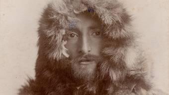 896 liess sich der 29-jährige Künstler Hans Beat Wieland im Fotostudio als Polarforscher inszenieren. Bei der Fellbekleidung handelte es sich um ein Kostüm.