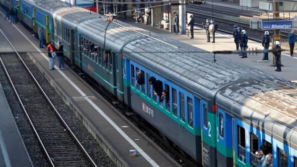 Am Bahnhof Altstetten ist es zu einem Zwischenfall mit Fussballfans gekommen. (Symbolbild)