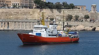 """Suche nach dem """"sicheren Hafen"""": Das Rettungsschiff """"Aquarius"""" mit dutzenden Flüchtlingen an Bord, bat Frankreich am Montag um eine offizielle Anlegeerlaubnis im Hafen von Marseille."""