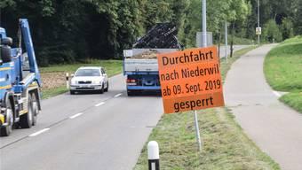 Der «Niederwiler» ist während zweier Wochen für den Durchgangsverkehr gesperrt, der Radweg (rechts) bleibt offen.