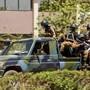Truppen der Armee Burkina Fasos im Zentrum Ouagadougous nahe der französischen Botschaft.