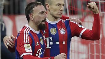 Arjen Robben (r.) traf zum 1:0; Franck Ribèry gratulierte