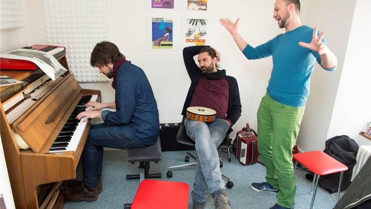 Hirn und Seele von Šuma Čovjek sind Manuel Wülser, Ivica Petrušić und Hafid Derbal (v.l.). Alex Spichale