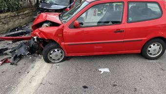 Eine Frontalkollision in Flamatt FR hat am Sonntagmorgen zwei Verletzte gefordert.