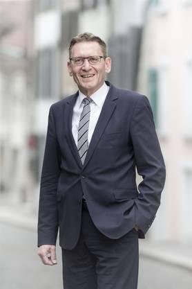 Der 59-Jährige ist ebenfalls Anwalt, er ist seit Jahren ein heiss gehandelter Kandidat und gilt als wirtschaftspolitisches Schwergewicht. Doch ihm wird auch nachgesagt, er neige bisweilen zu Wendemanövern.