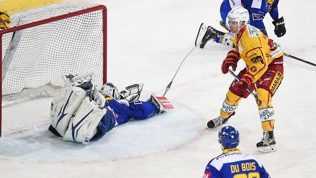 Gilles Senns Lapsus: Der Davoser Goalie hat nach seinem Puckverlust das Nachsehen gegen Yannick-Lennarts Abschluss