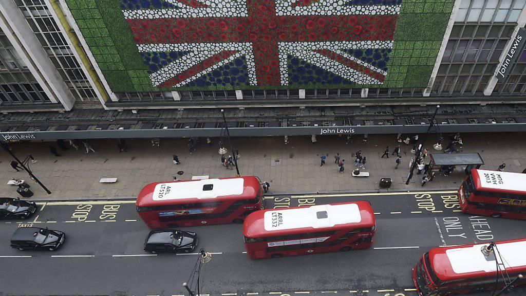 Strassenszene in London: Eine Wählerbefragung am Abstimmungstag deutet auf einen Sieg der EU-Befürworter hin.