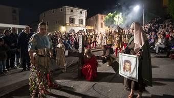 Kostümierte Teilnehmer der historischen Osterprozession am Gründonnerstag in Mendrisio.