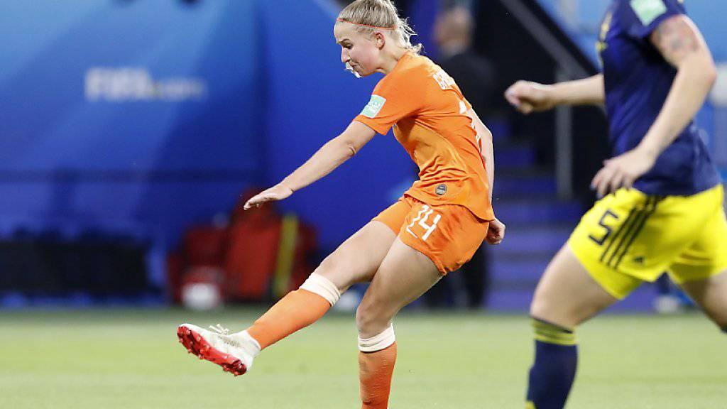 Mit einem platzierten Schuss aus knapp 20 Metern avanciert Jackie Groenen im Halbfinal gegen Schweden in der Verlängerung zur Matchwinnerin