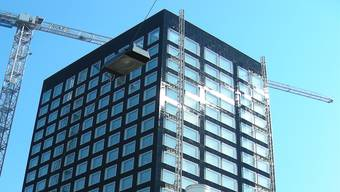 Der Löwenbräu-Turm wird nun mehr wegen seines markanten Äusseren als seiner Schieflage bestaunt.