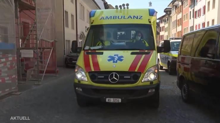 In einer Arztpraxis ist ein Arzt durch einen Schuss verletzt worden.