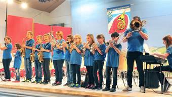 Erst vor zwei Jahren haben die Musikvereine Matzendorf, Herbetswil und Welschenrohr die Thaler Jugendband gegründet - und schon stehen die Kids auf der Bühne und spielen auswendig.