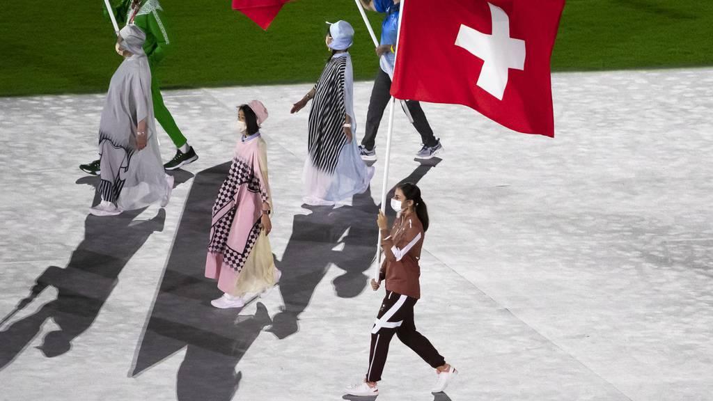 Karateka Elena Quirici während Abschlusszeremonie der Olympischen Sommerspiele in Tokio 2021