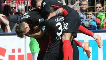 Die Jungs des SC Freiburg bejubeln das Siegtor gegen den FC St. Pauli