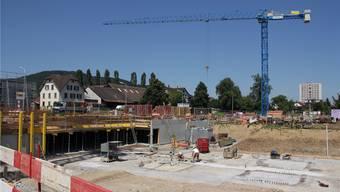Überdurchschnittlich viele Unternehmen im Wynental sind rund um die Baubranche angesiedelt. Im Bild die Baustelle Gautschi-Park in Reinach. rahel Plüss/archiv