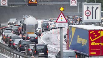 Als Mittel gegen Verkehrsüberlastung skizzierte die Schweizer Regierung verschiedene Mobility-Pricing-Modelle - wer zu Stosszeiten unterwegs ist, soll künftig mehr bezahlen