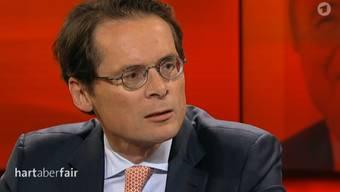 Am letzten Montag durfte Köppel in der ARD-Sendung «Hart, aber fair» nun auch noch Journalisten als «Gerichtshöfe der Moral» diffamieren, die kritisch über die Fifa und Sepp Blatter berichten.