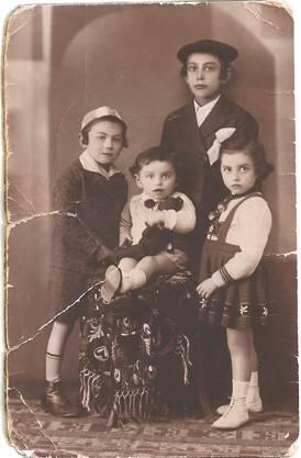 1939: Shlomo Graber (hinten) mit seinen Geschwistern. ZVG