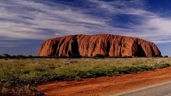Der Uluru ist das bekannteste Heiligtum der Aborigines..JPG