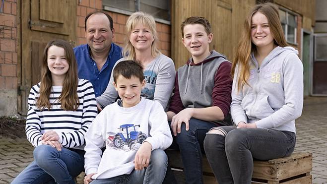 Hier lernst du den Aettenberghof mit Familie Meier kennen