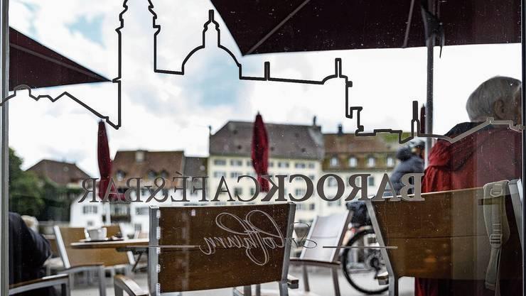 Die Terrasse soll wie immer um 00.30 Uhr schliessen. Innen will man am Wochenende bis um vier Uhr morgens ausschenken.