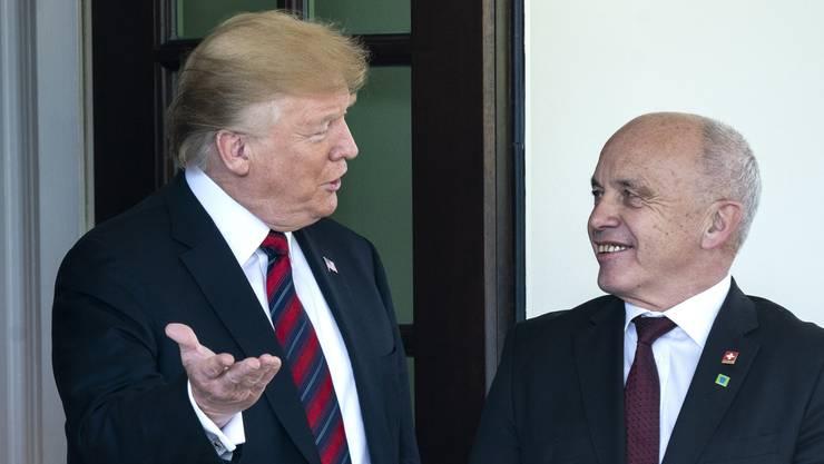 Donald Trump empfängt Ueli Maurer im Weissen Haus.