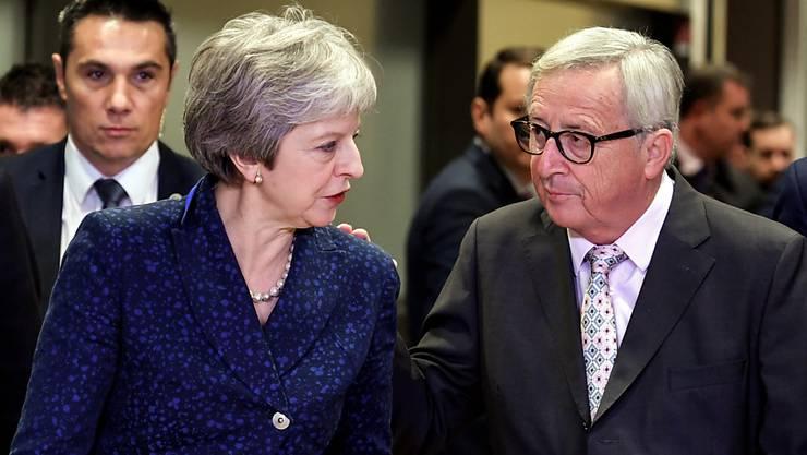 Die britische Premierministerin Theresa May will am Nachmittag in Sachen Brexit mit EU-Kommissionspräsident Jean-Claude Juncker telefonieren. (Archivbild)