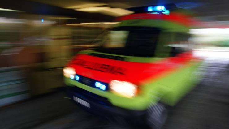 Der Autolenker erlitt beim Unfall keine Verletzungen. Er verstarb aber aufgrund seines Leidens im Spital. (Symbolbild)