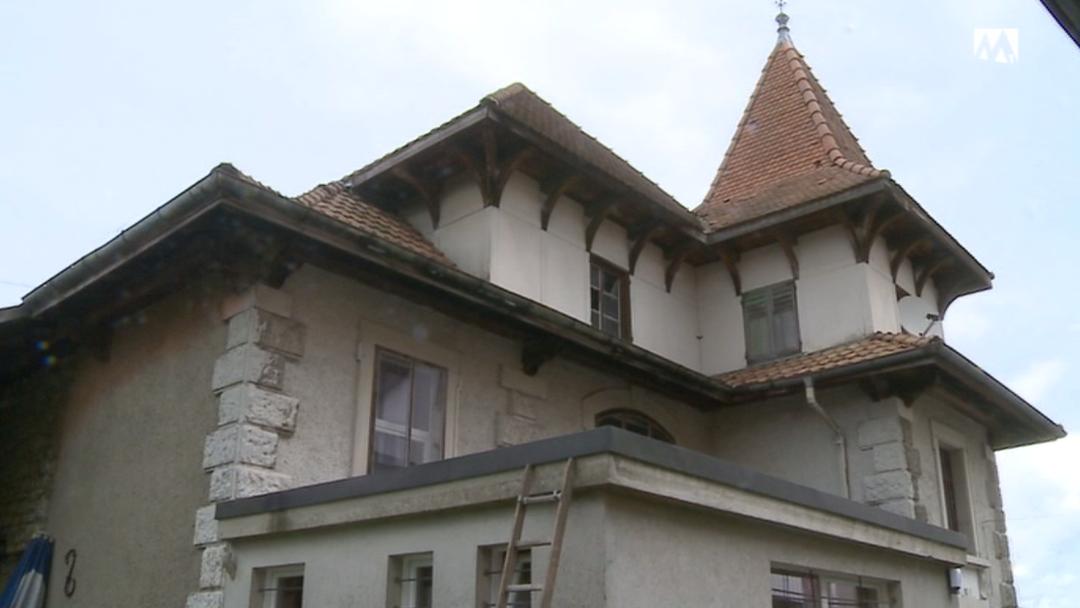 Polizei setzt zwei Einbrecher auf dem Dach fest.