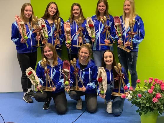 Kantonalmeisterinnen mit goldenen Keulen- Pokalen